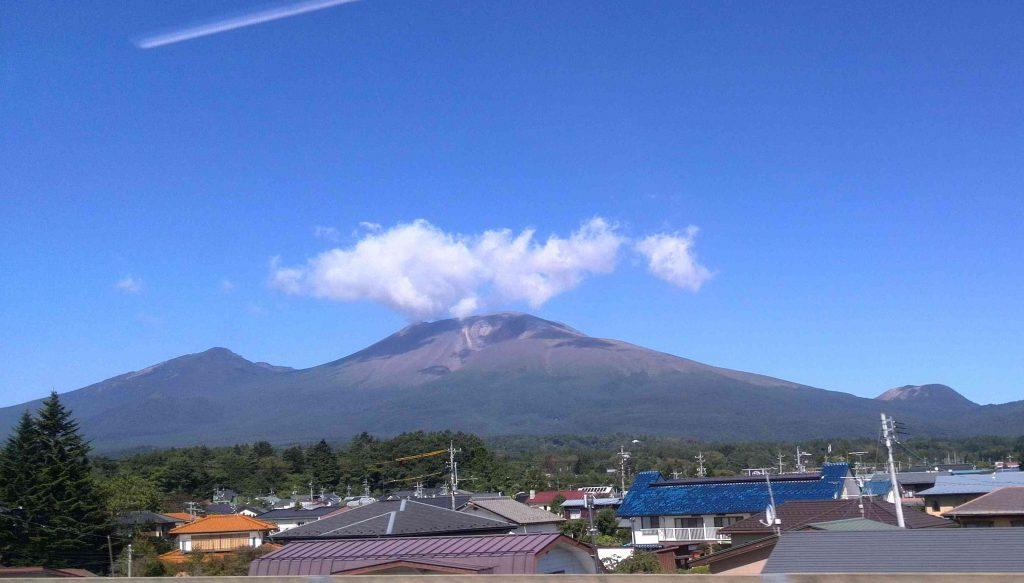 新幹線「あさま」の車窓から見た浅間山